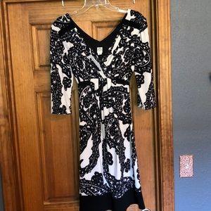 Sangria V-neck, ties in back, quarter sleeve dress